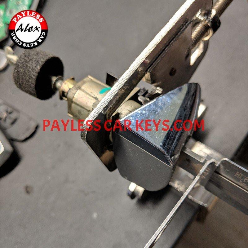 Bmw Car Key Cutting: KEY CUT BY THE DOOR LOCK CYLINDER FOR MERCEDES BENZ